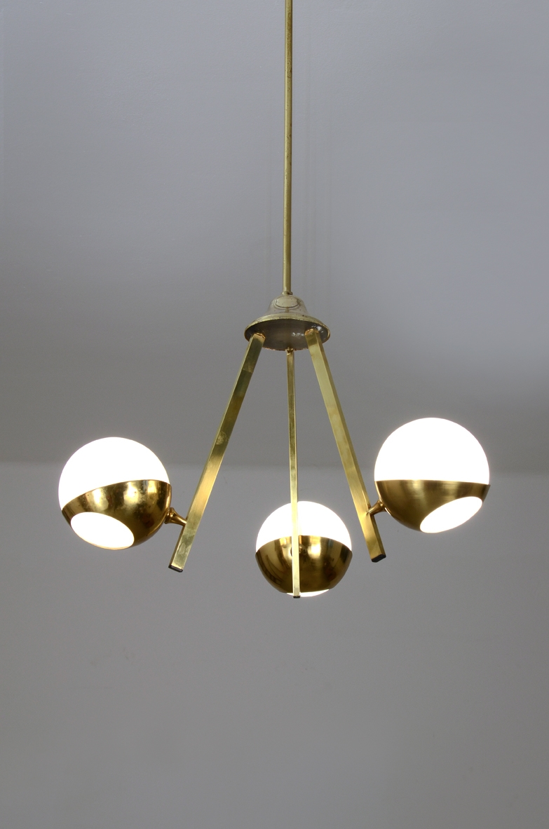 Stilnovo, 1950's refined ceiling lamp in metalwork with brass details and three white opaline glass bowls