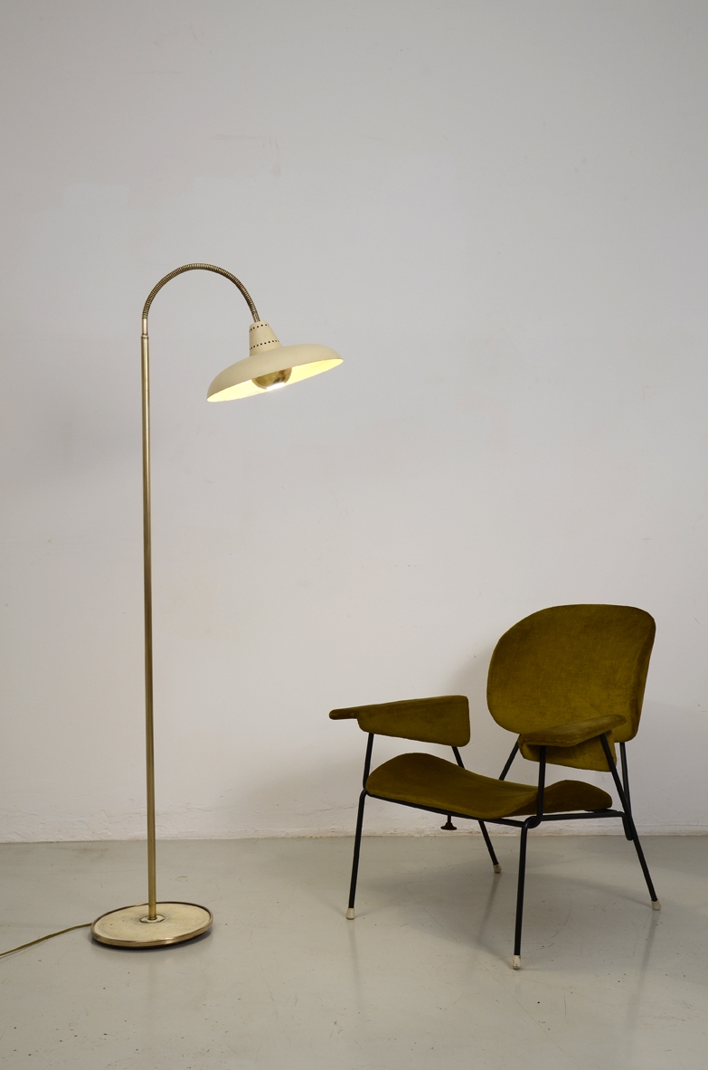 Italian 1950's adjustable floor lamp in metal and brass.