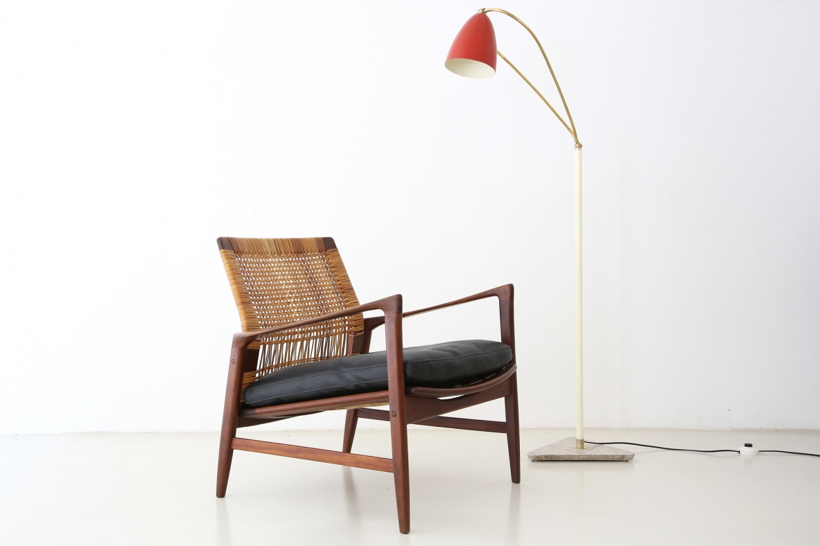 Ib Kofod-Larsen, rare easy chair in teak wood with sraw back in perfect conditions, designed in 1955 for Selig, Denemark.