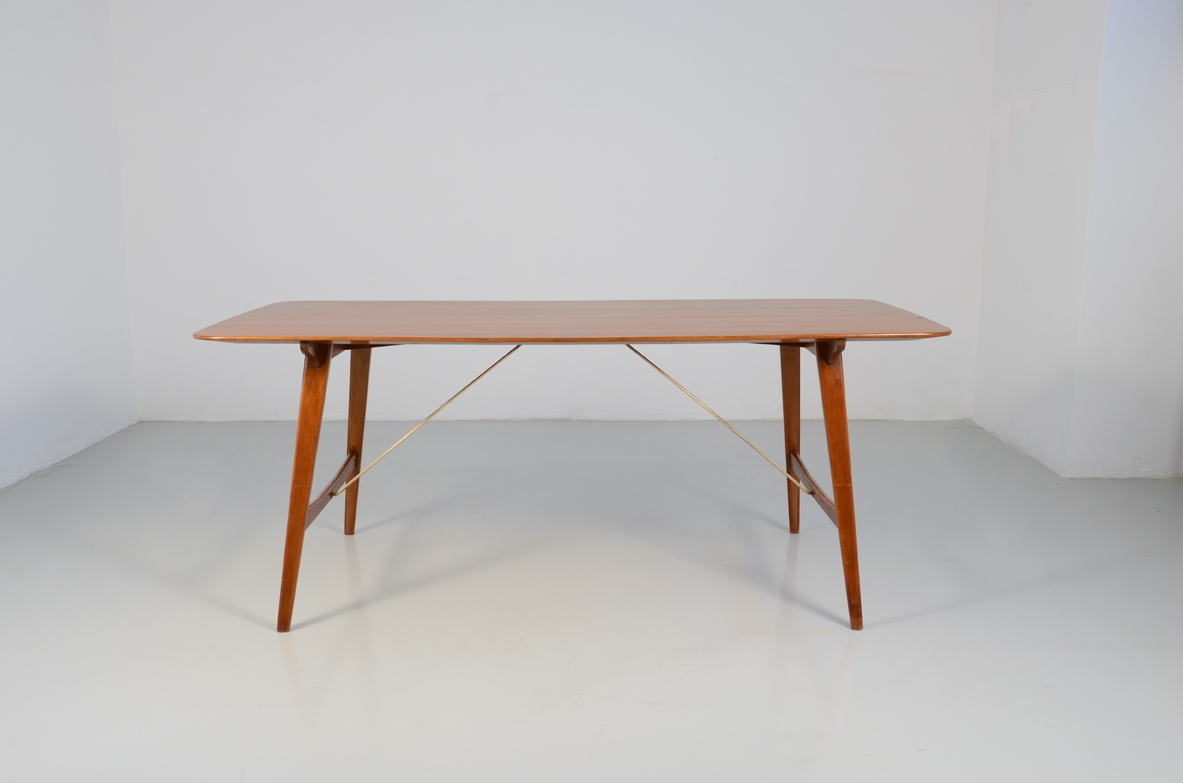 Italian 1950's dining table in teak wood
