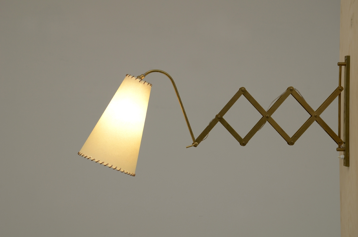 Italian 1950's wall light in bronze