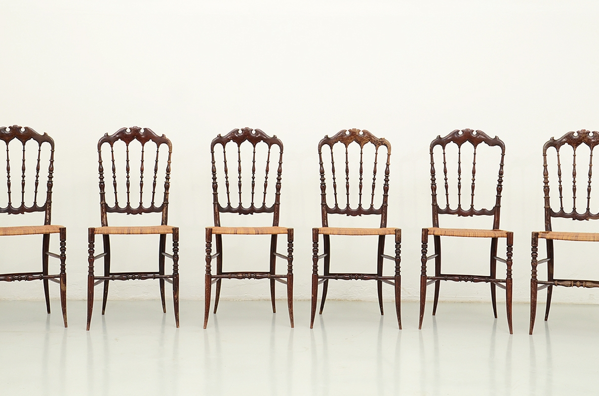 Set of refined light Parigina chairs with staw seat, Flli Levaggi, Chiavari 1920's.