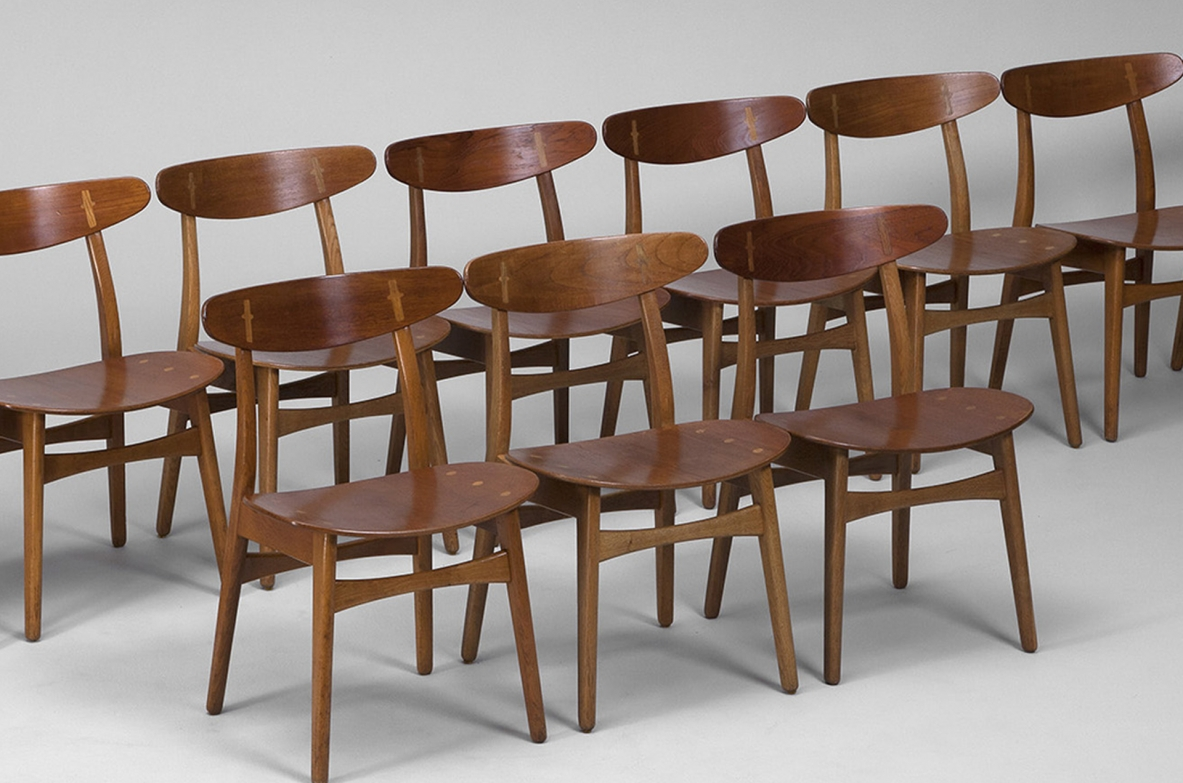CH30 chairs in oak designed by Hans Wegner