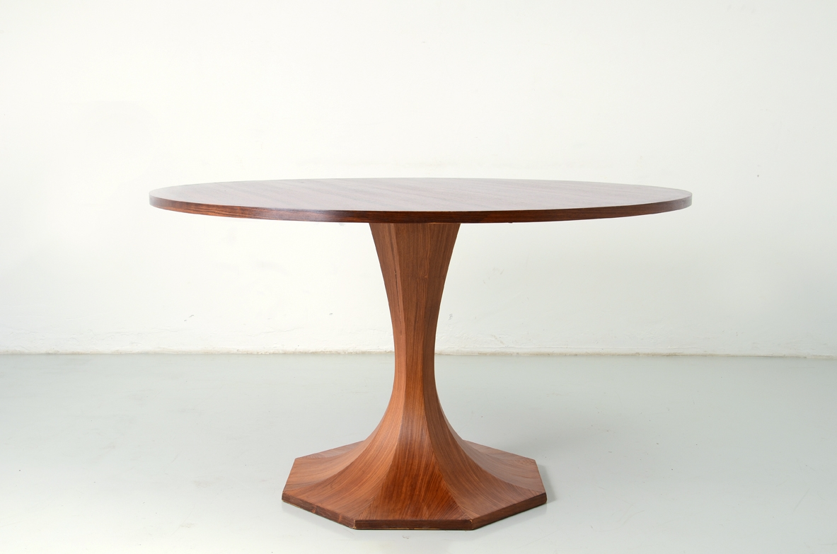 Gianfranco Frattini, beautiful 1950's round dining table with a splendid octagonal base.