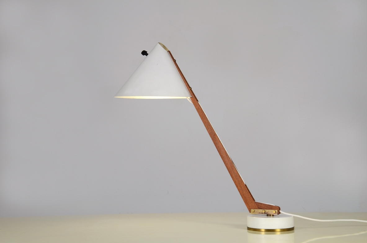 H.Agne Jacobsson, rare 1950's adjustable table lamp in painted metal with wooden stem.