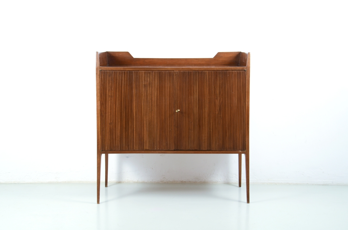 Italian sideboard with grinded concave front and very elegant thin long legs, attr to Guglielmo Ulrich 1950's.
