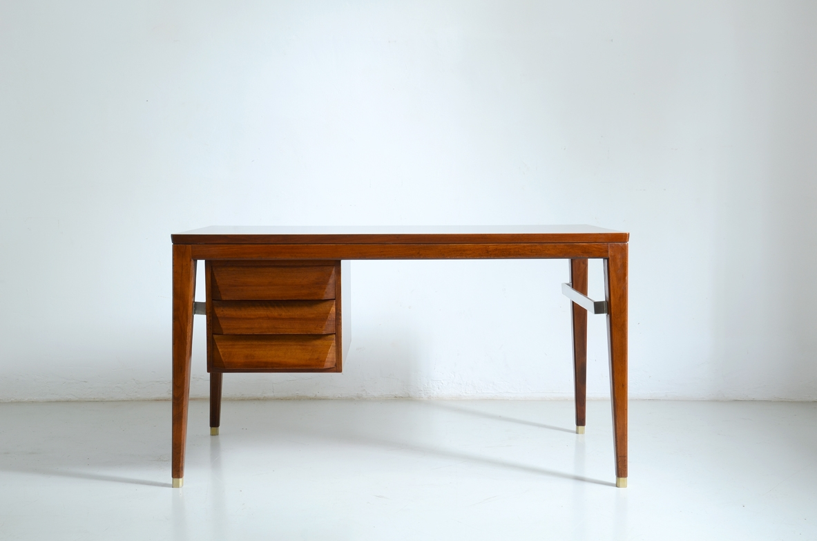 Giò Ponti, three drawers walnut desk with brass tips