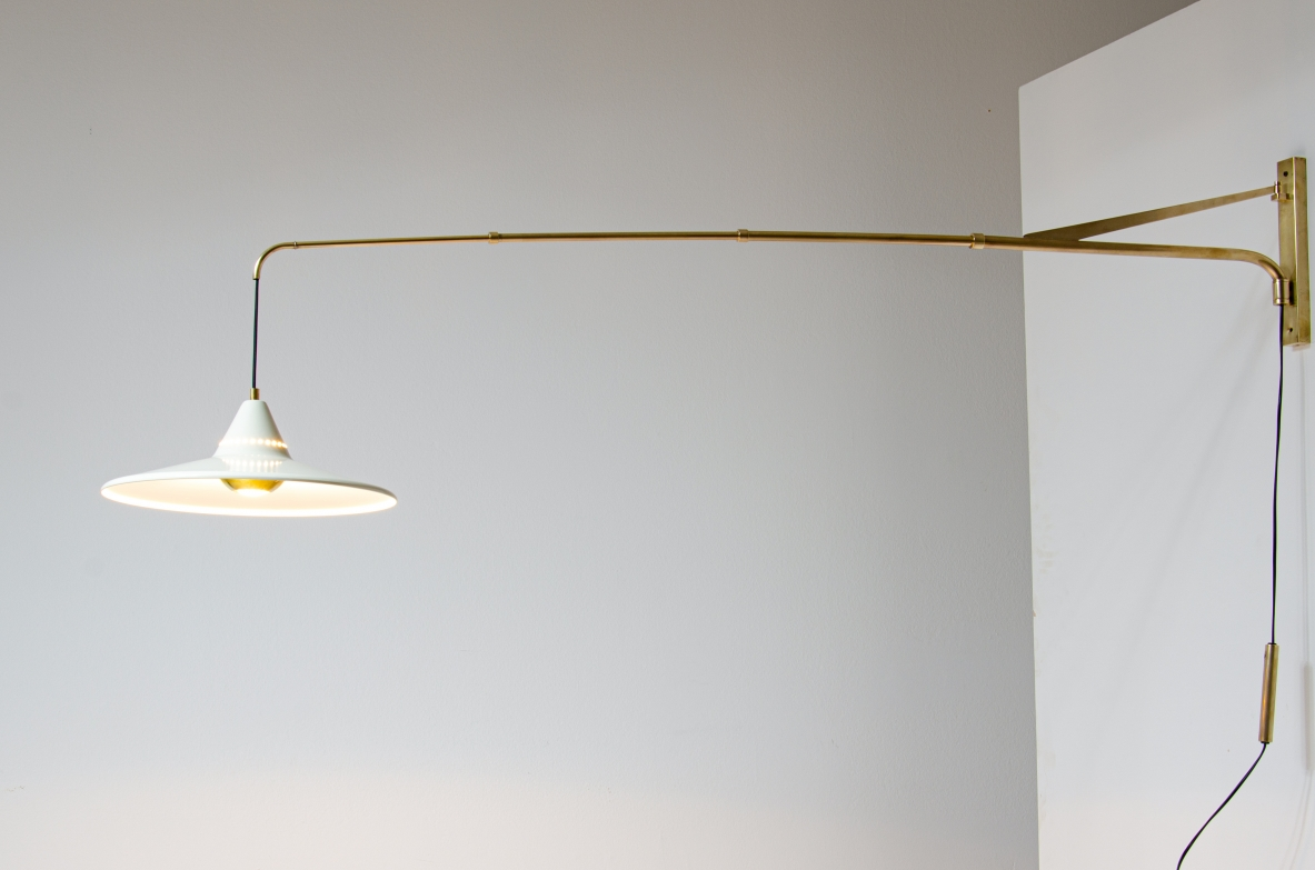 !950's Italian extensible lamp with metal shade.