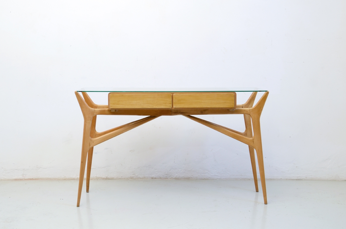 1950's refined console table in light wood with two drawers and crystal glass top in the style of Ico Parisi.