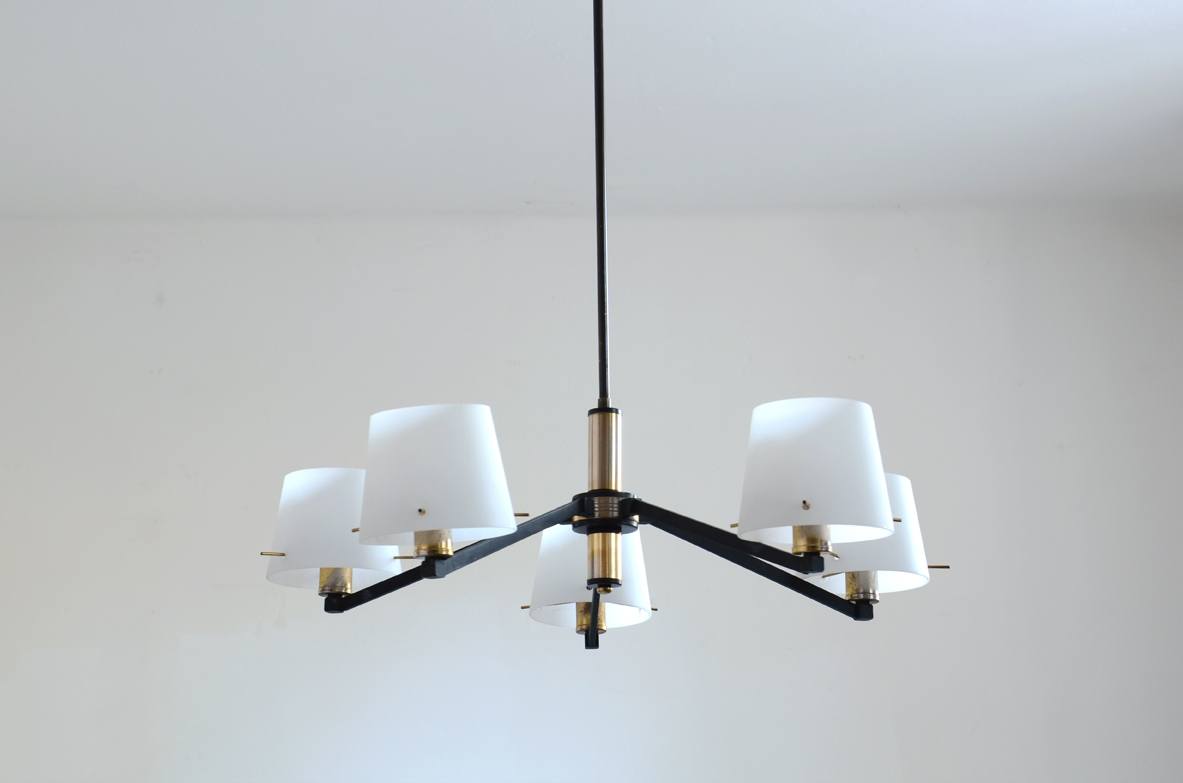 Stilnovo 1950's ceiling lamp in brass and metal with 6 opal glass lights.