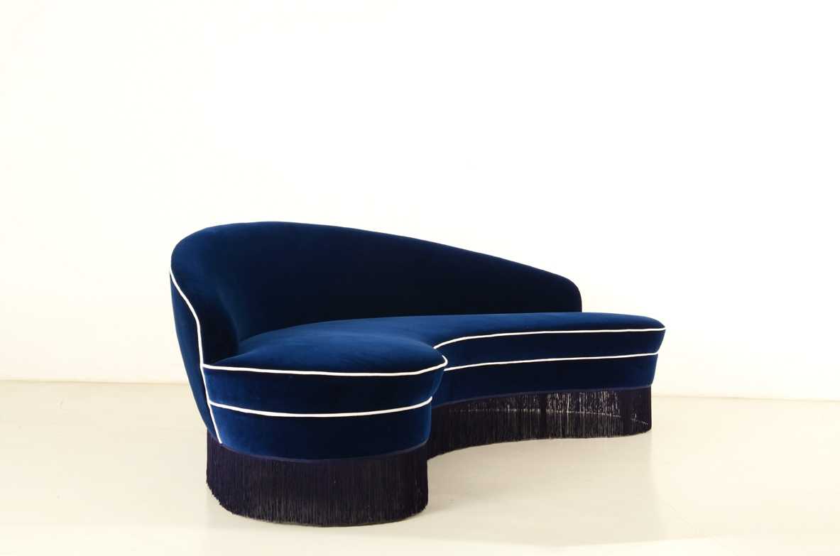Federico Munari, very elegant 1950's curved sofa with blue velvet upholstery.