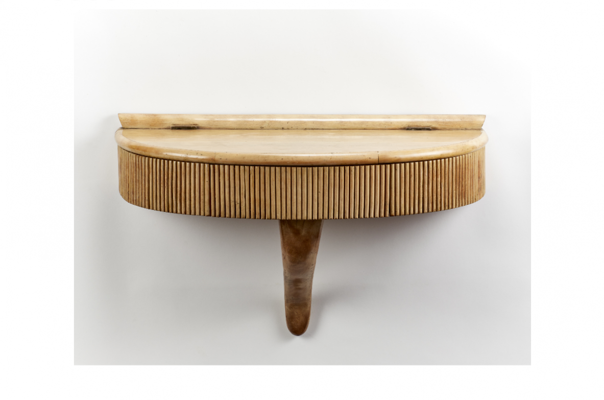 Pretty maple shelf / console with internal compartment. Italy, 1940ca.